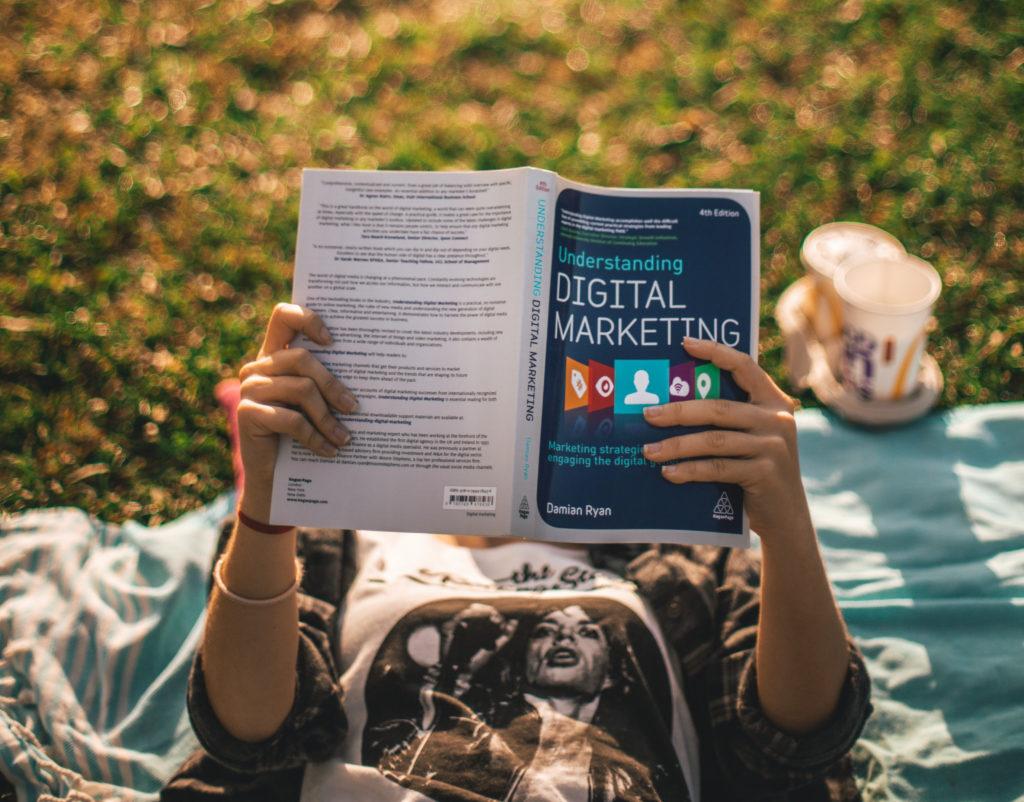 automatiser les outils digitaux requierts une stratégie de marketing digital. C'est à votre portée.